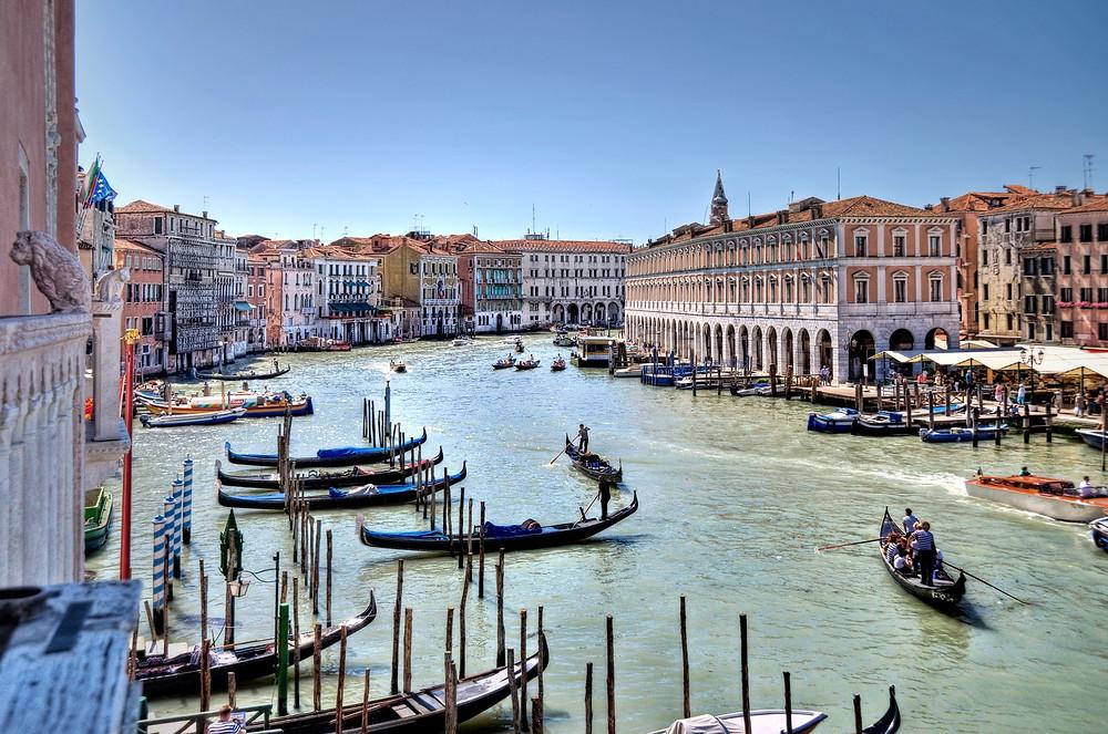 venice_grand_canal_gondolas