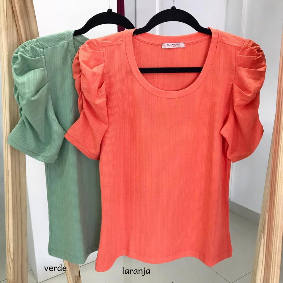 • Blusa em malha canelada, manga princesa  • Verde   laranja • Tamanho: P