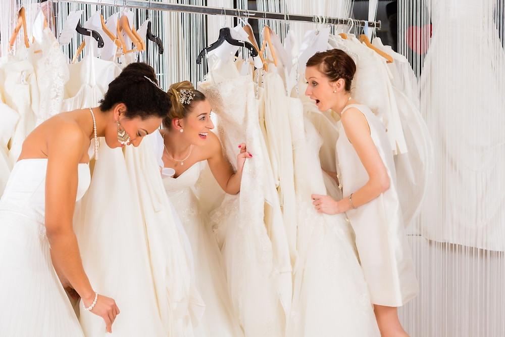Примерка свадебных платьев