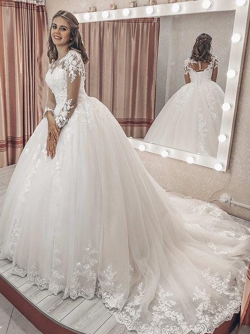 Свадебное платье со шлейфом Тату