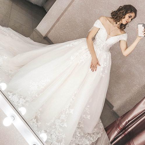 Свадебные платья со шлейфом Александра