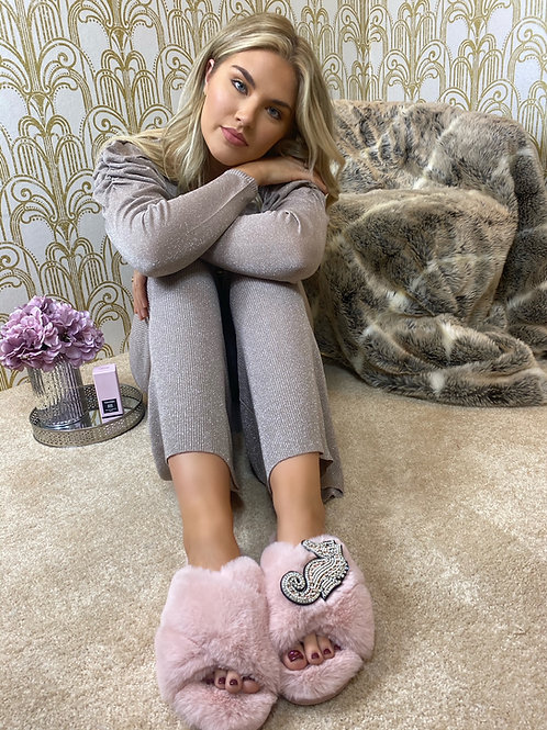 Laines Luxe Fluffy Pink Slippers With Deluxe Pink Seahorse Brooch