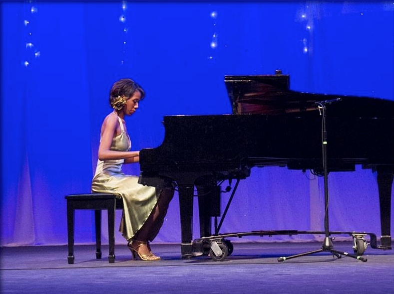 """Sonatina in G"" Piano Performance"