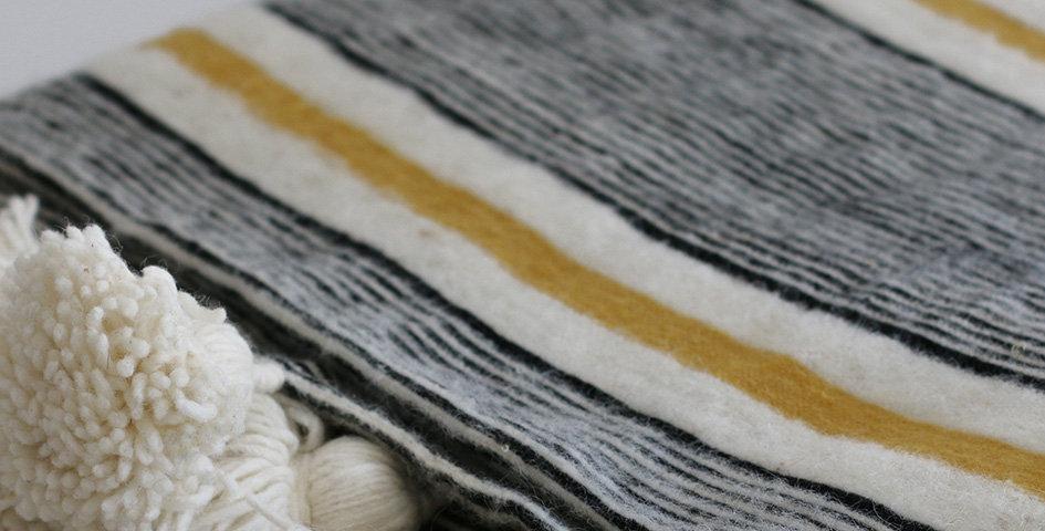 Pompon Decke - Wolle - gelb/schwarz/weiß - 195x290cm