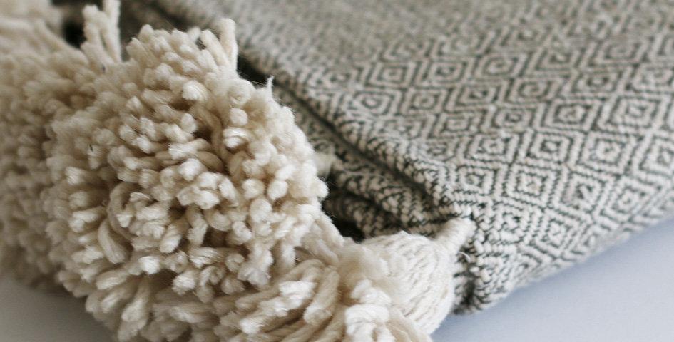 Pompon Decke - Baumwolle - natur-beige/schwarz - 185x305cm