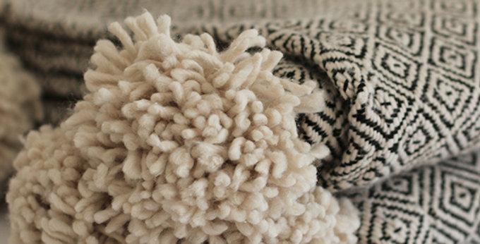 Pompon Decke - Baumwolle - beige/schwarz - 180x270cm