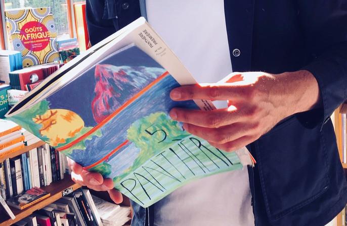 à la librairie, le monte en l'air, Paris 20