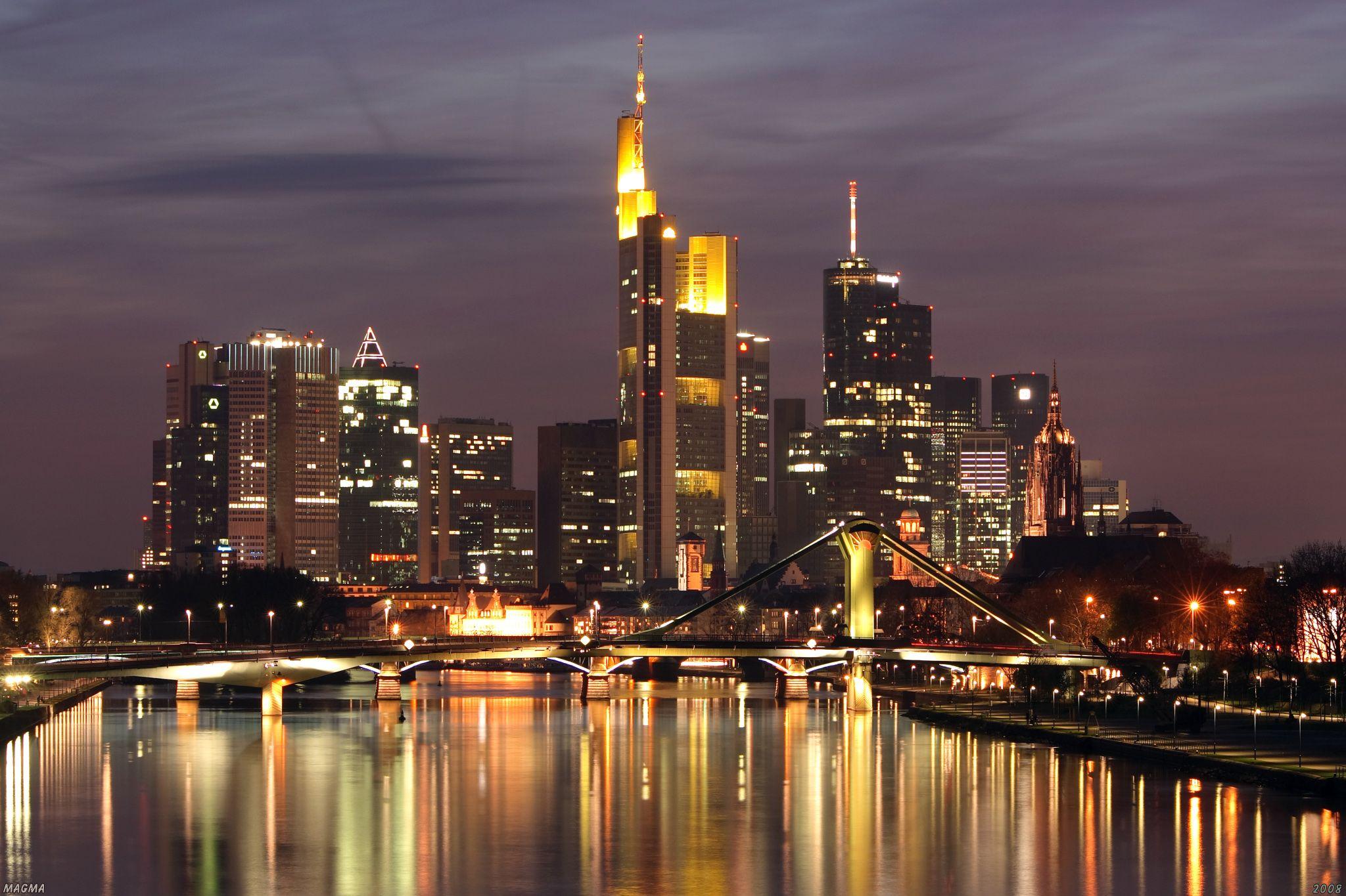 Frankfurt skyline dark high res.jpg