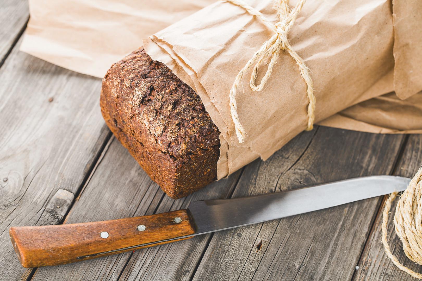 Traditionellt bröd Wapped i papper