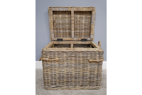 Oh I do like... Rattan Chest