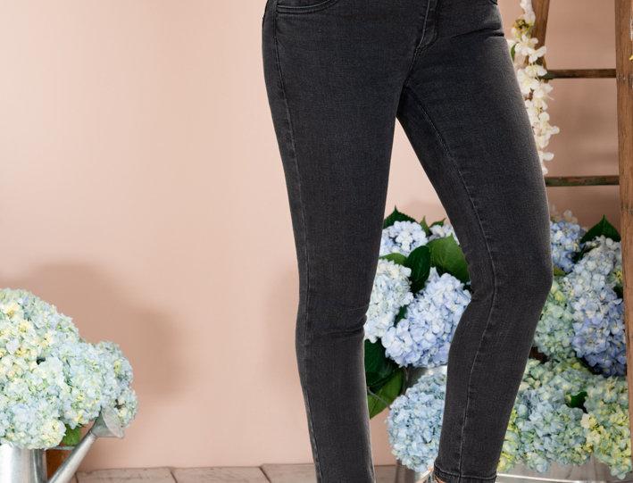 Jean skinny cotilla sobrepuesta en black denim
