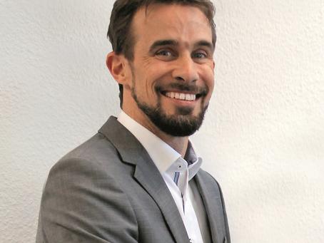 Joachim Fischer übergibt das Steuer an Arne Olerth