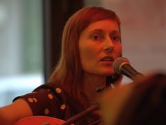 Emaline Delapaix im Café de Paris Saarbrücken