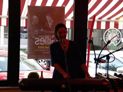 Delphine Coutant im Café de Paris Saarbrücken