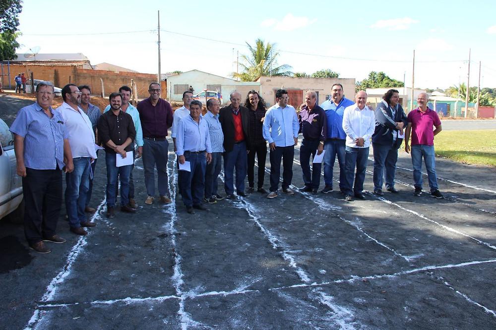 Representantes do  Executivo e Legislativo em inauguração de pista de atletismo em Araguari (Ft:Ascom)