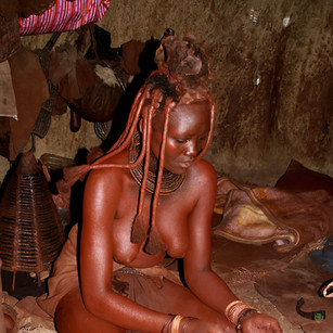 Himba_lady_preparing_deodorant.jpg
