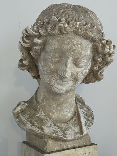 Reims statue smile.jpg