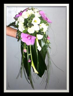 Bouquet_mariée_retombant_orchidée_mauve
