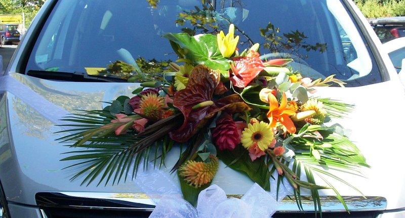 composition-florale-voiture-autant-de-fleurs-aubagne