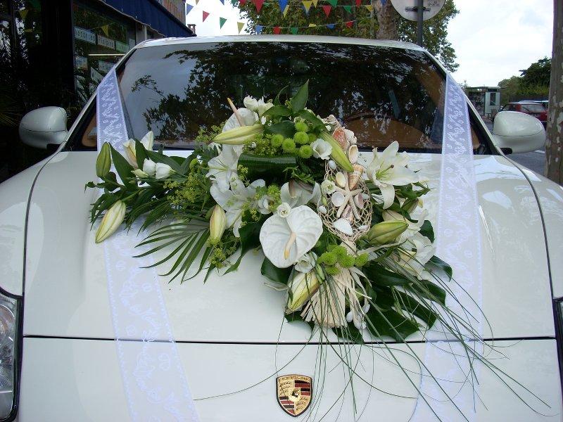 Composition florale de voiture