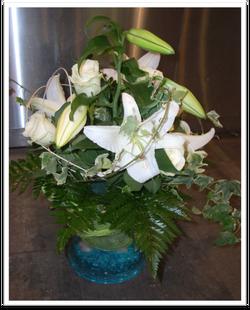 Composition florale de table blanche