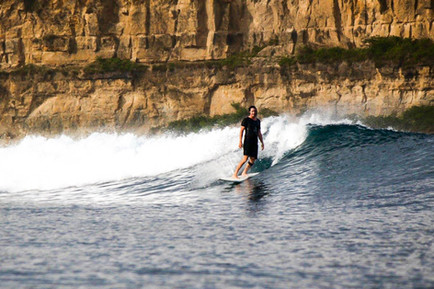 Casual surf in Ekas Inside