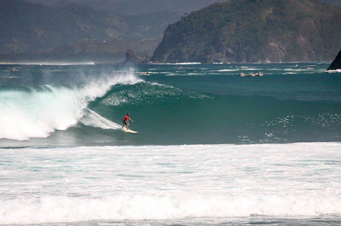 Surfing Mawi on a big swell 2