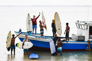 Happy surfers, happy session