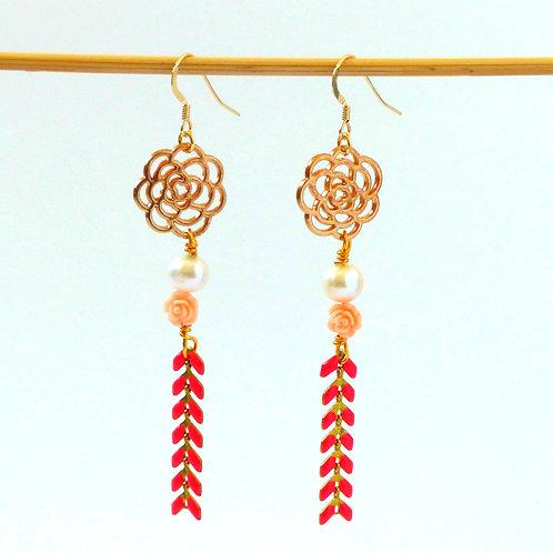 Boucles d'oreille Rosae : perle d'eau douce, boucle en or 14 carats