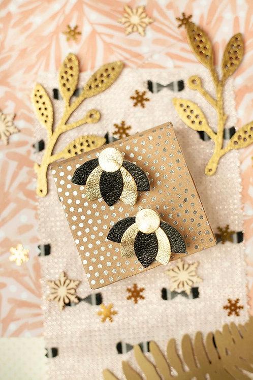 Boucles d'oreilles, doré à l'or fin, fleur, lotus, cuir, noir, doré, Chenoha Studio, Boutique Les créateurs de saison, Paris