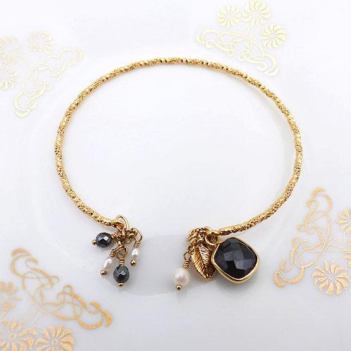 Bijou bracelet femme, Bracelet jonc doré or fin, jonc bleu, calcédoine bleu, Bijoux Le Droit à la Belle Vie, Paris