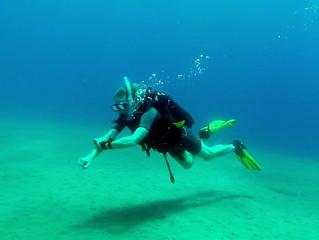 Bondholder John qualifies to SCUBA dive!