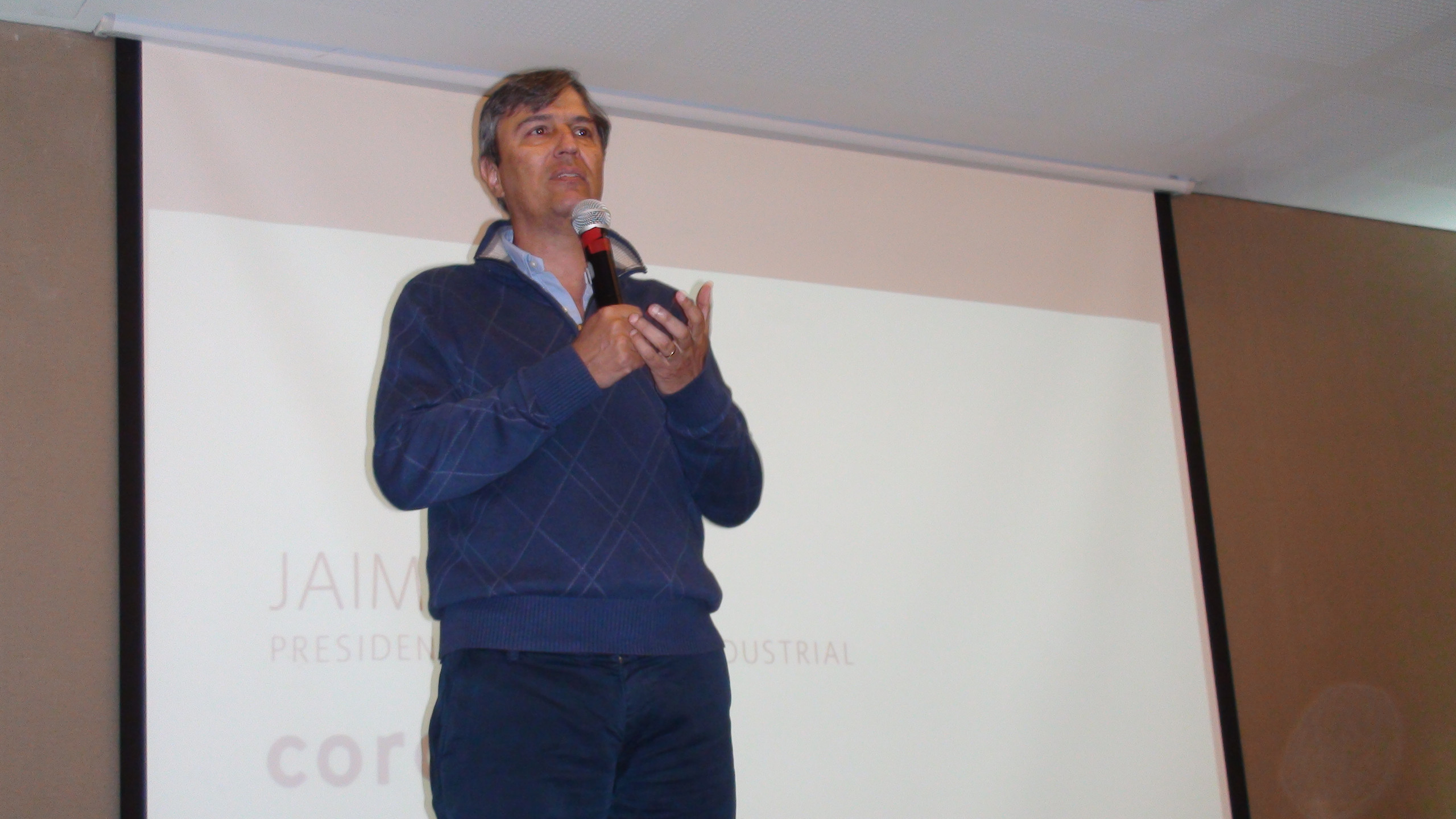 Jaime Ángel, Presidente de Corona Industrial, da unas palabras explicando la importancia de la Aceleradora dentro de Corona