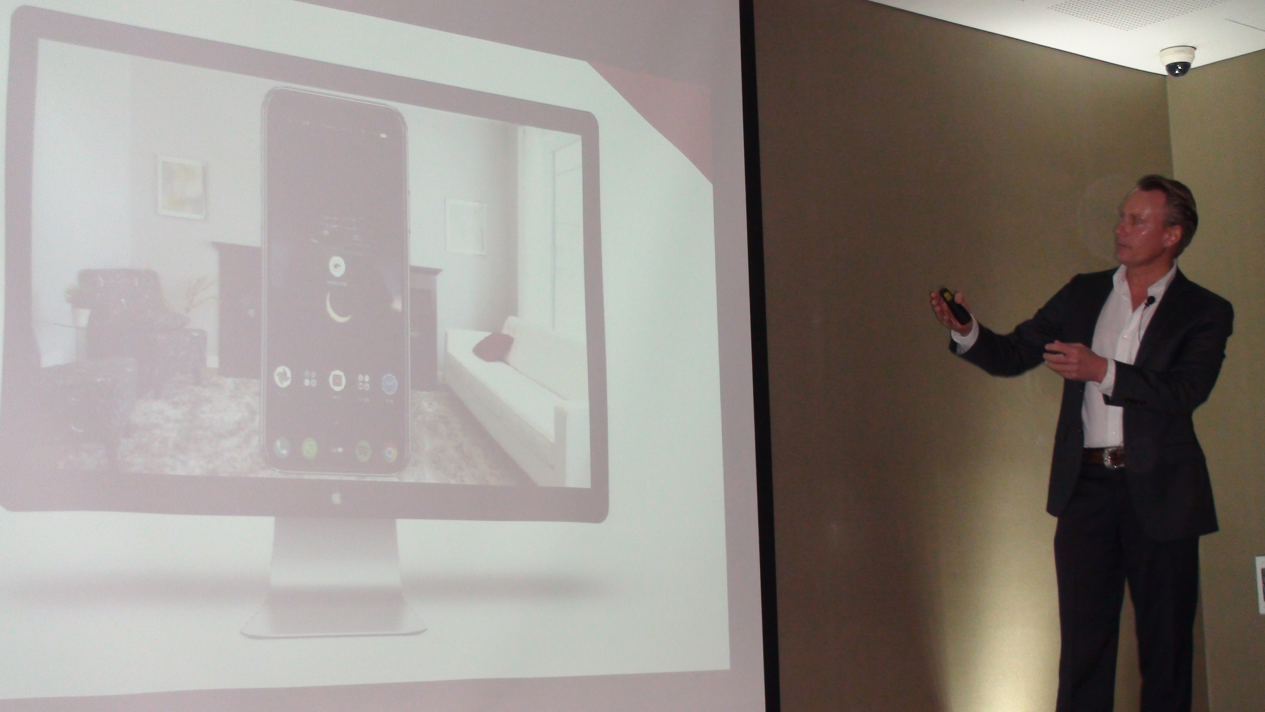 Max Beck, CEO de Uberflug, explica lo que hicieron para resolver el reto de Experiencia de Cliente de Sodimac Colombia