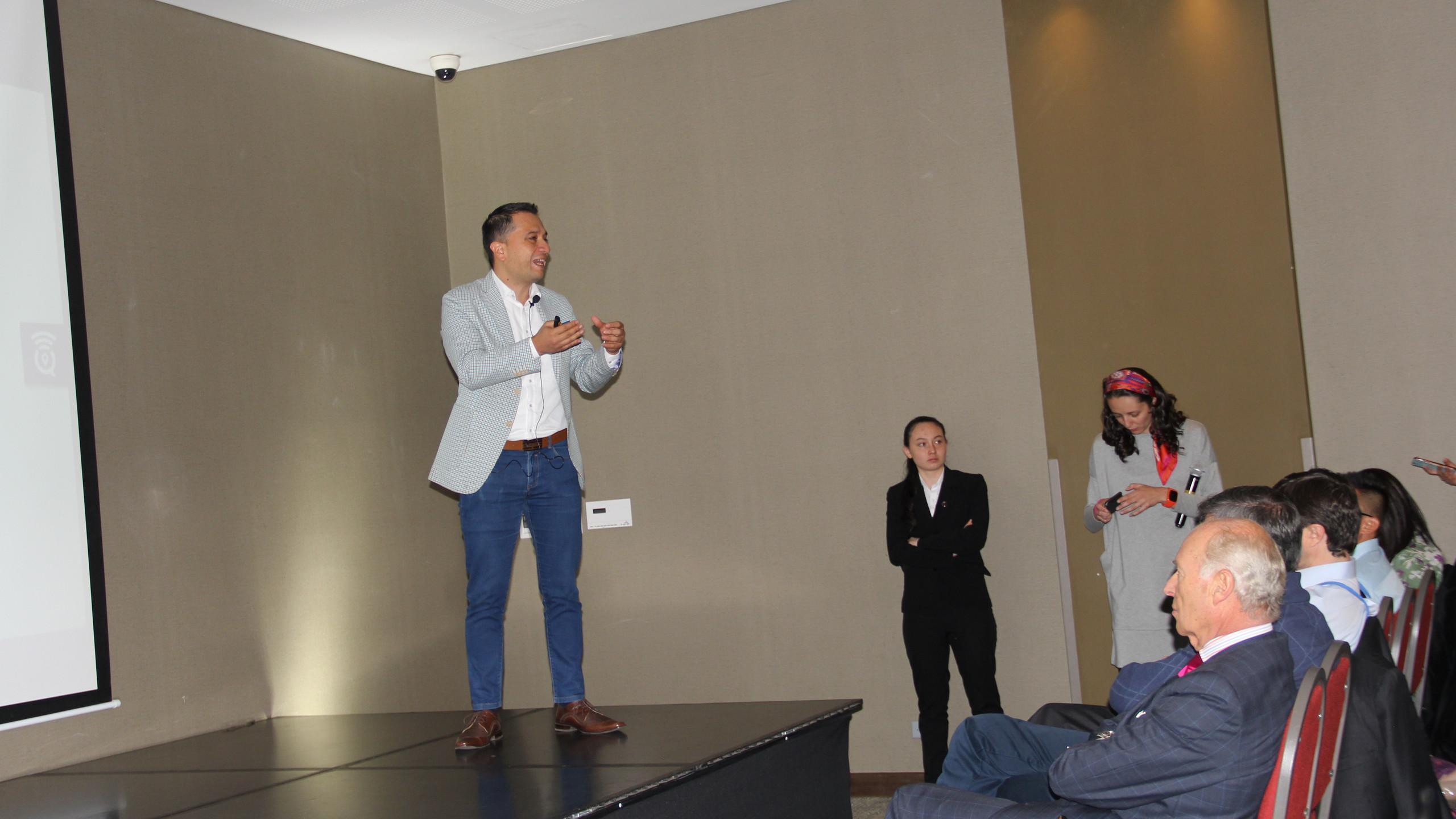 Julian Caviedes, CEO de Smartquick, explica lo que hicieron para resolver el reto de Visión 360 de Inventario de Corona