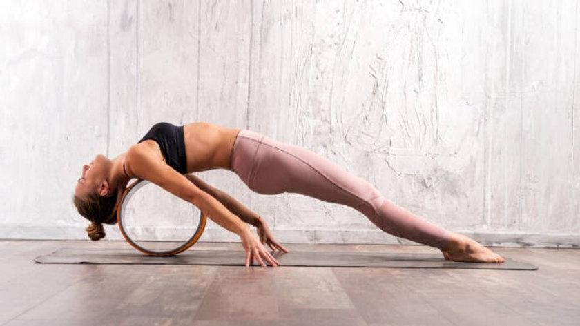 young-fit-woman-doing-purvottanasana-yog