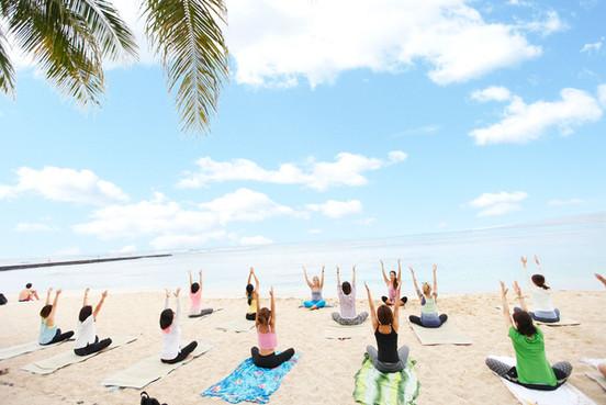 yog-waikiki-beach yoga3_preview.jpg