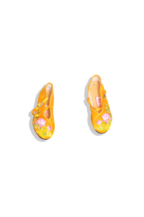 Flower embroidery shoes from Taiwan