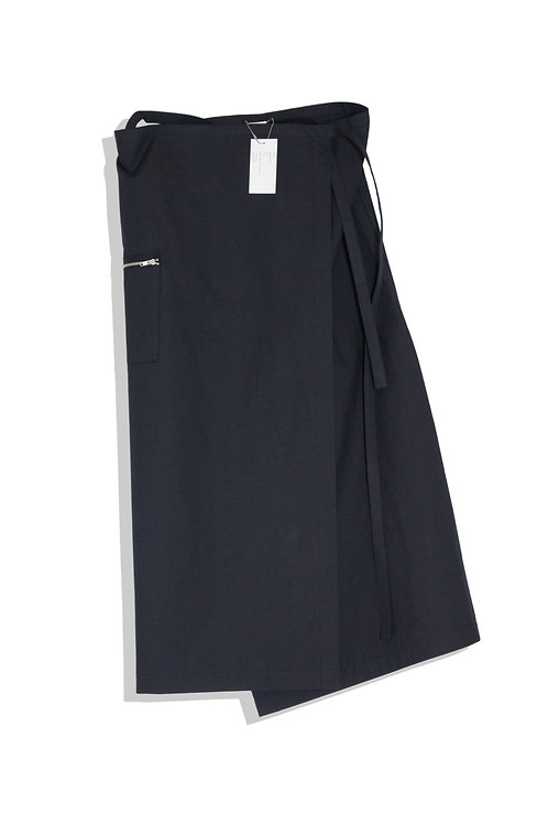 well; Wrapped skirt (black)