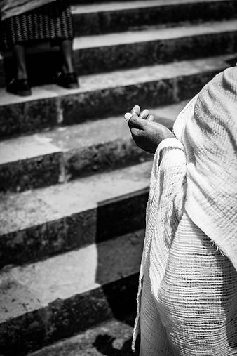 Praying in Addis © Sabri Benalycherif