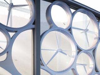 太陽光と風力を エネルギーに変える橋