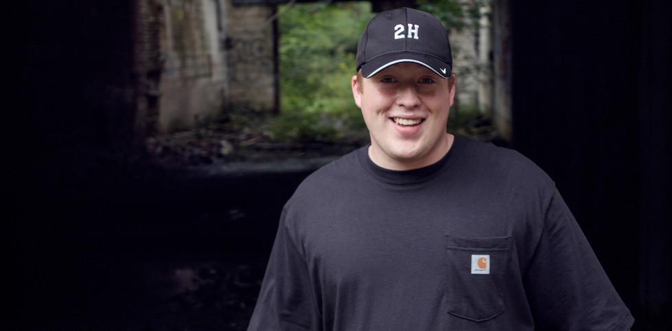 2 Hitta Jordan Bush On Set