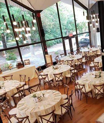 Planification de mariage, décoration et coordination. Location de rideaux blancs autoportants.
