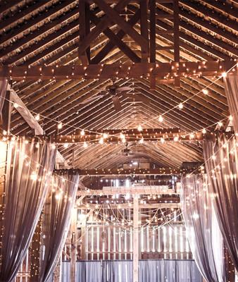 Décoration et monteur de décor, rideaux et guirlandes de lumières