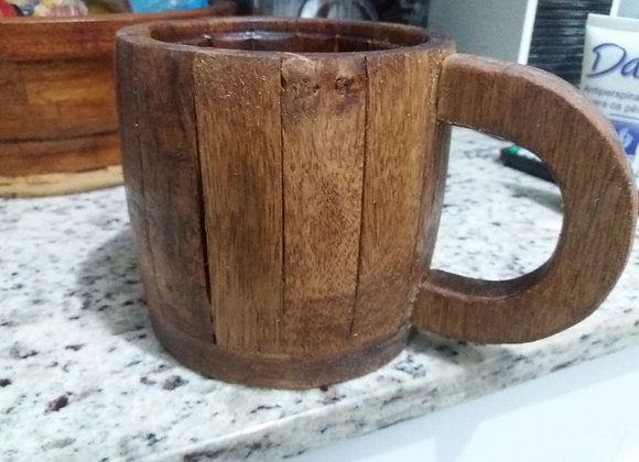 Caneca de madeira para cerveja ,  capacidade de 700 ml.