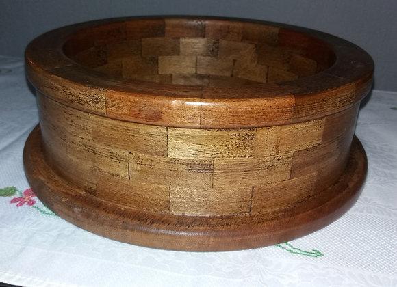 Centro de mesa em madeira de construção e polido fragmentado