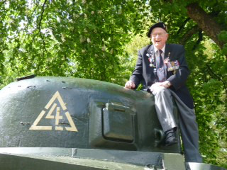 Bud Weeks, former radio operator, conquers a Sherman at the Hartenstein Hotel in May 2015