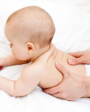 Massage dos bébé, la cabane des p'tits m