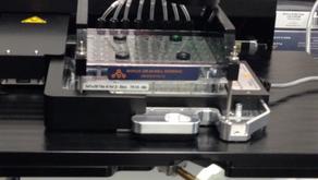 マイクロ流体チップとの相性バツグンの顕微鏡です