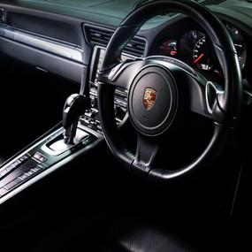Porsche 911 Carrera 4S details